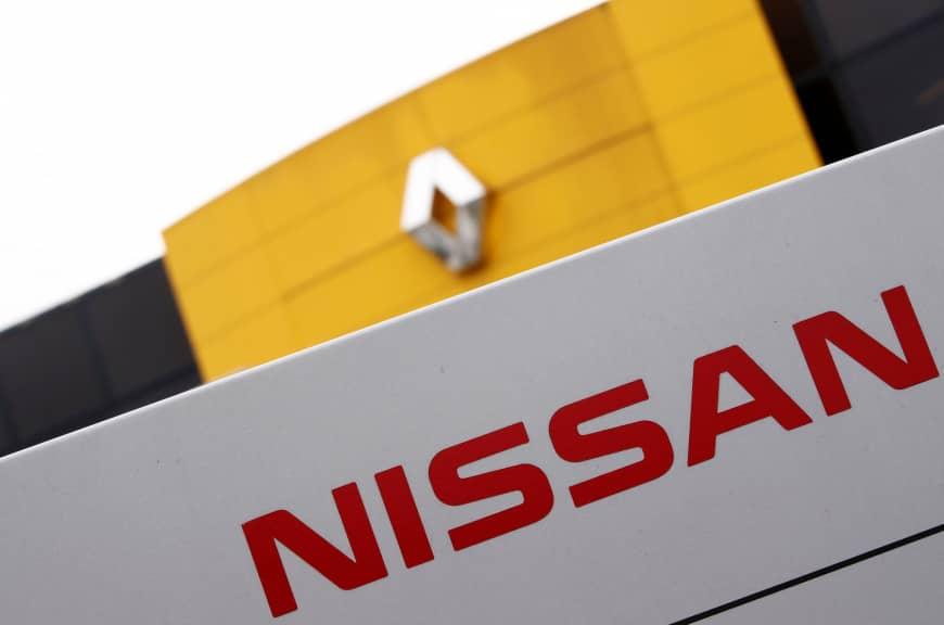 Париж намерен добиваться слияния Renault и Nissan 1