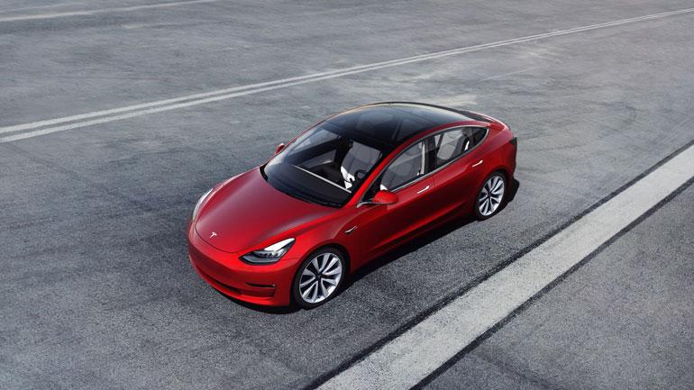 Tesla Model 3 стал самой продаваемой моделью премиум-класса в США 1
