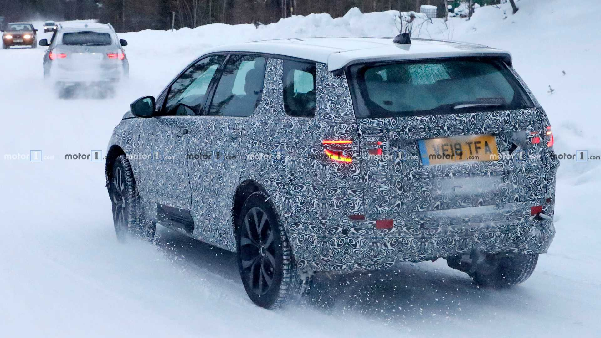Land Rover начал тесты обновлённого Discovery Sport 2