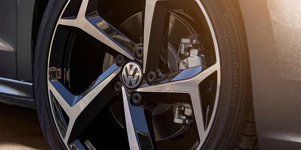 Volkswagen анонсировал премьеру нового Passat 1