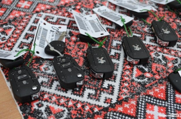 Семейные врачи в Украине будут ездить на Peugeot 301 3