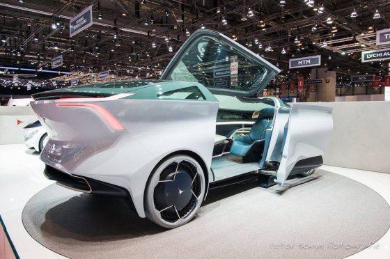 Китайцы презентовали мегароскошный автомобиль 1