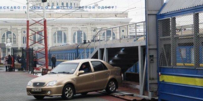 Украинцы стали чаще путешествовать в поезде с автомобилем  1