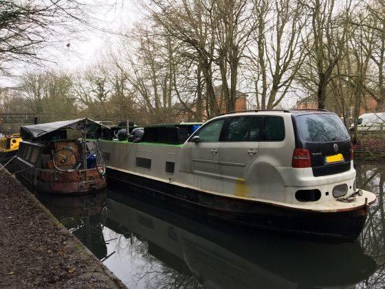 VW Touran скрестили с речной баржей 1