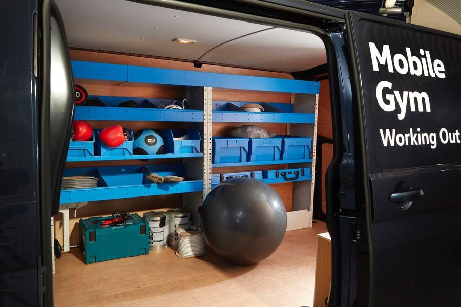 Фургон Volkswagen Transporter стал мобильным спортзалом 1