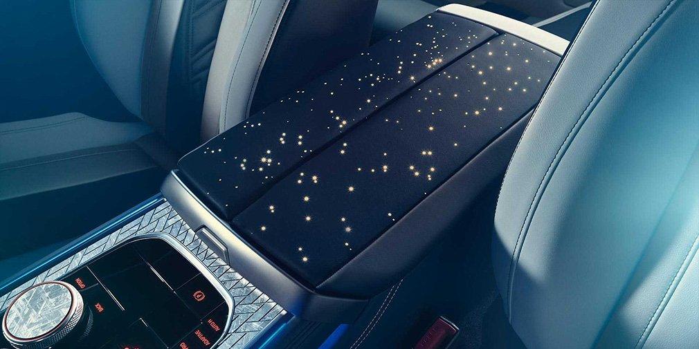 BMW украсила салон новой «восьмерки» частицами метеорита 2