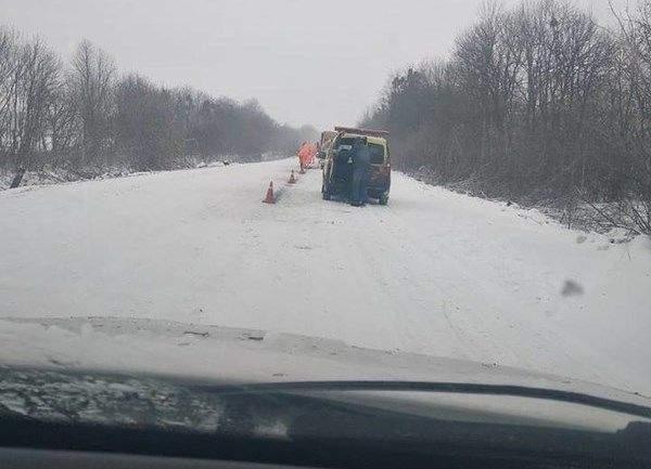 В Украине разметку наносили на снег 1