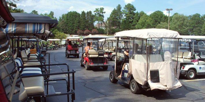 Как выглядит город, где вместо автомобилей ездят на гольф-карах 1