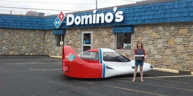 В Сети продают раритетную машину-«самолет» для доставки пиццы 2