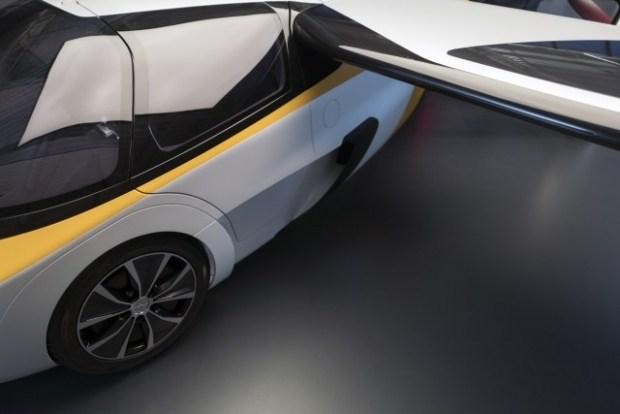 Летающий автомобиль из Словакии AeroMobil получит 4-ю версию и пойдет в серию 2