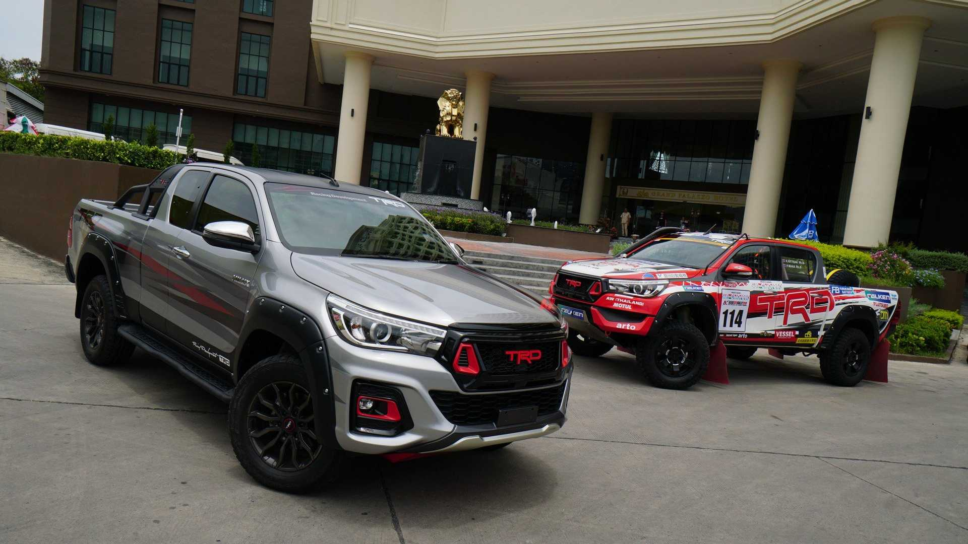 Toyota построила Hilux Black Rally Edition 1