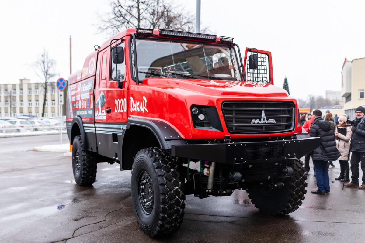 МАЗ представил «уникальный капотный грузовик» 1
