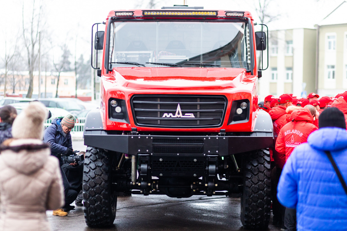 МАЗ представил «уникальный капотный грузовик» 4