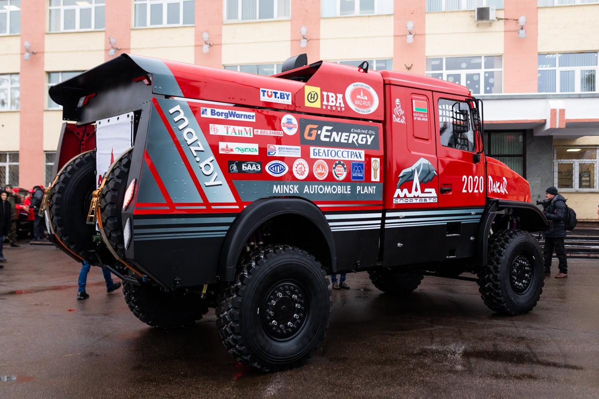 МАЗ представил «уникальный капотный грузовик» 3