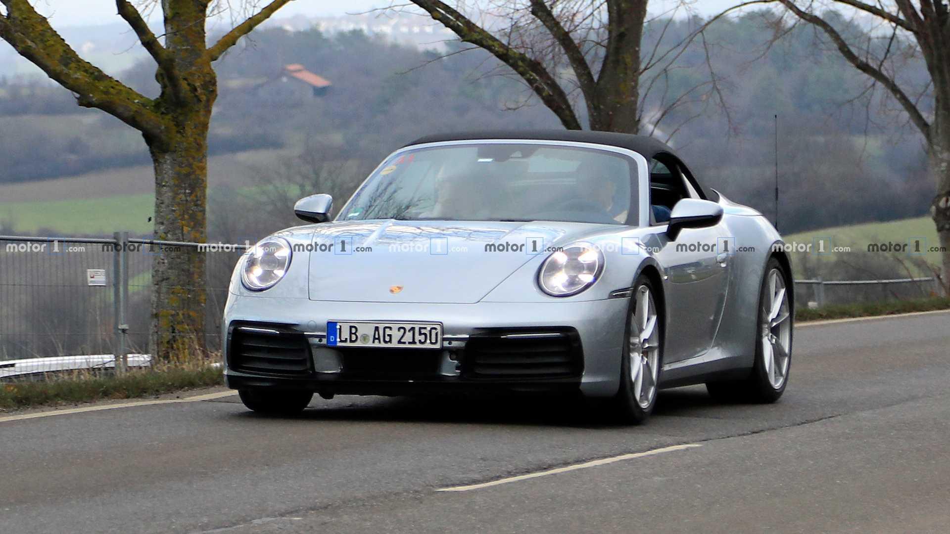 Новый Porsche 911 Convertible попался фотошпионам 1