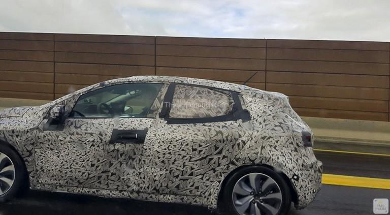 Renault Clio нового поколения выехал на тесты 2