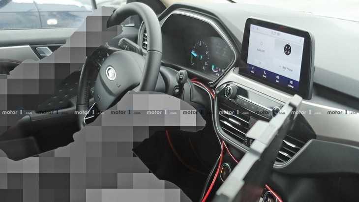 В сеть попали шпионские фото салона нового Ford Kuga 2