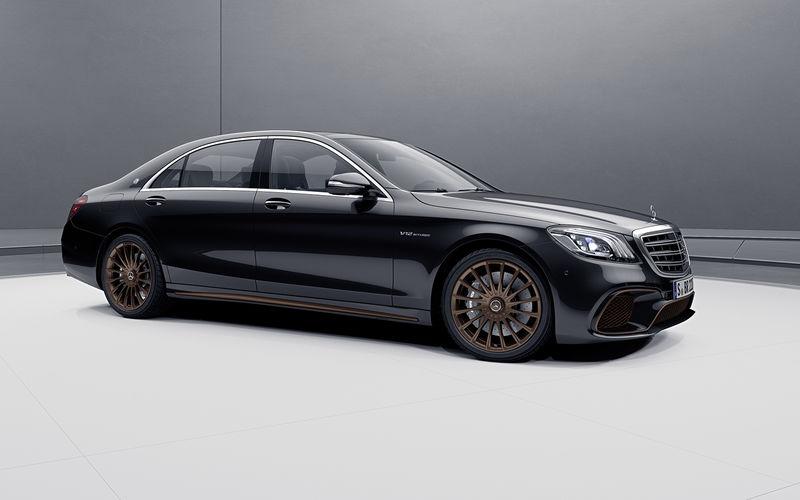 Mercedes-AMG простился с двигателем V12 спецсерией S-класса 1