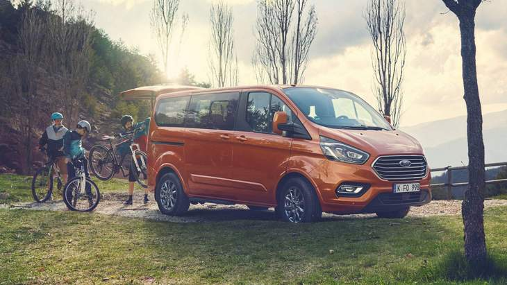 Ford установил на микроавтобус Tourneo гибридный дизель 1