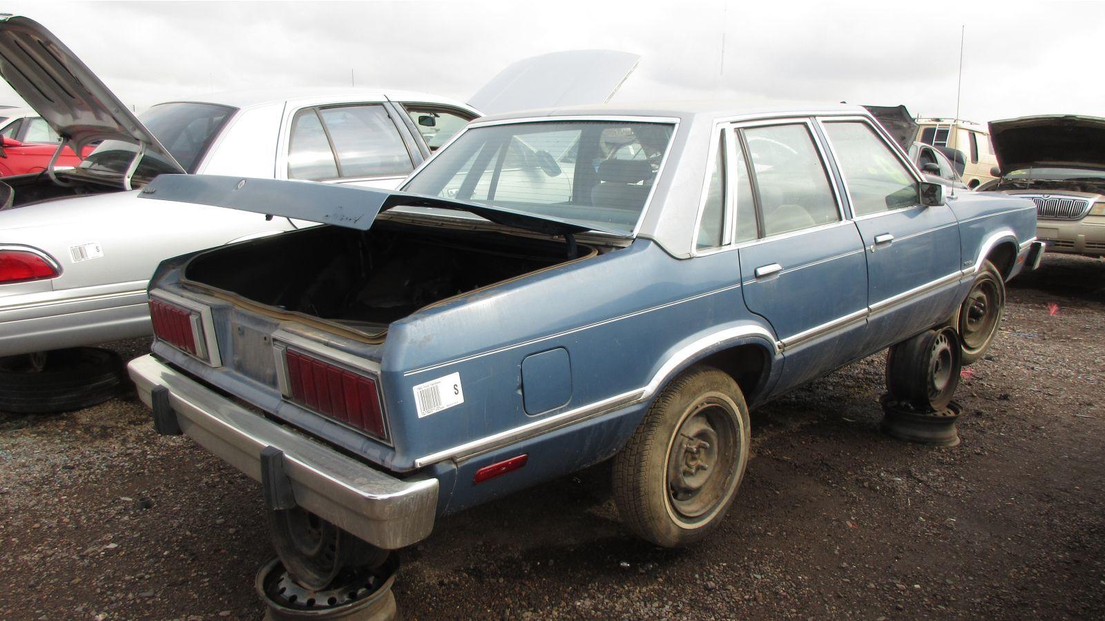 На свалке нашли редкий седан Ford 1