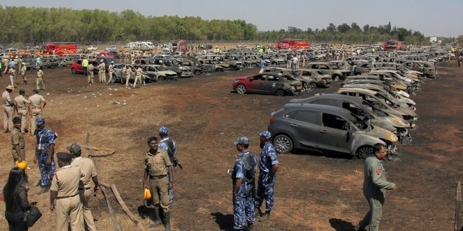 В Индии из-за непотушенной сигареты сгорело 300 автомобилей 1