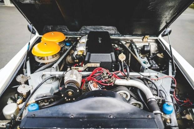 Редкий внедорожник Lamborghini LM002 выставили на аукцион 2