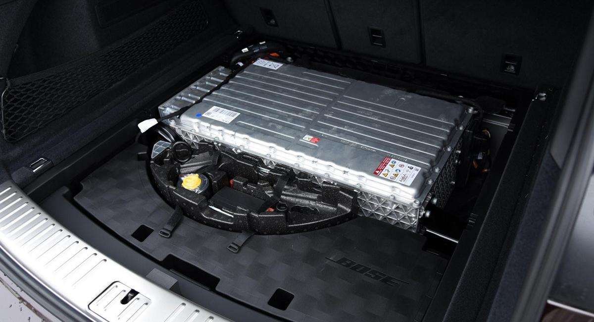 Еще один Porsche Cayenne E-Hybrid: с двухлитровым мотором 3