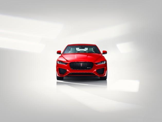 Jaguar раскрыл обновленный седан XE 3