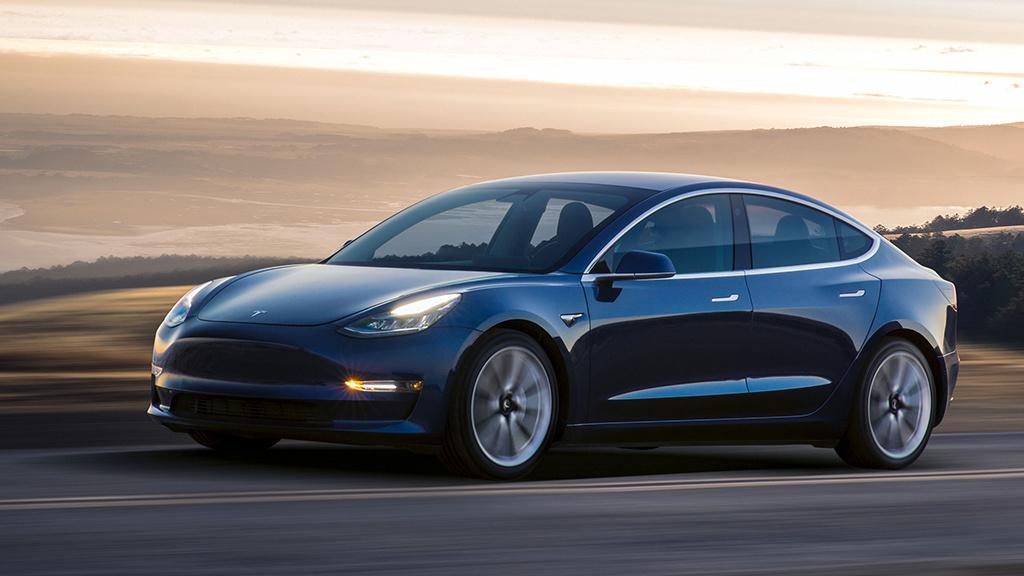 Самая дешёвая Tesla едет в Украину 1