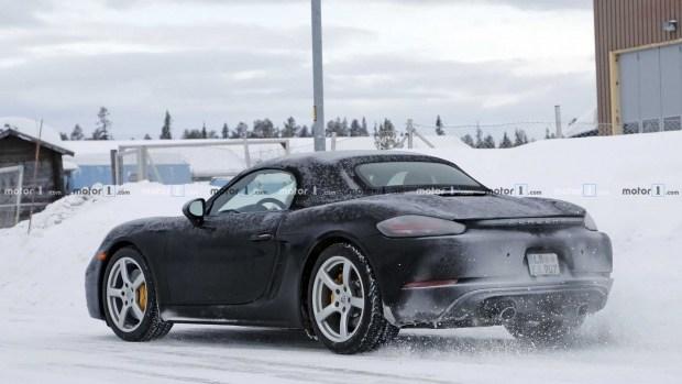 Опубликованы фото нового Porsche 718 Boxster в камуфляже 3