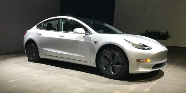 Cамую дешевую Tesla Model 3 «по-тихому» сняли с продаж 1