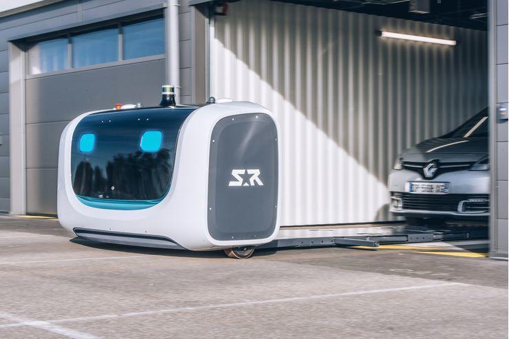 Будущее уже здесь: запущен робот-парковщик 1