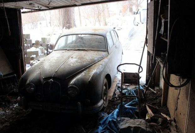 На заброшенной ферме нашли Jaguar, о котором забыли на 36 лет 1