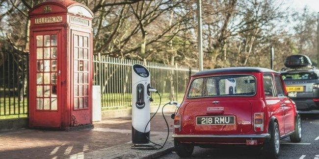 Электрификация классических автомобилей добралась до MINI 4