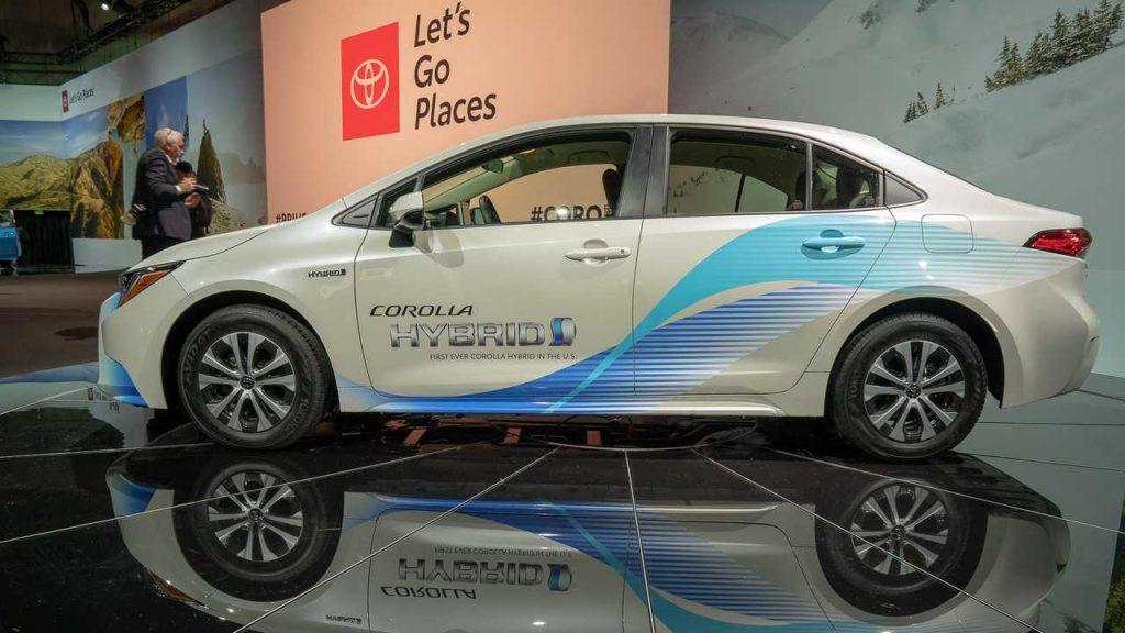 Гибридный Toyota Prius C снимают с производства 1