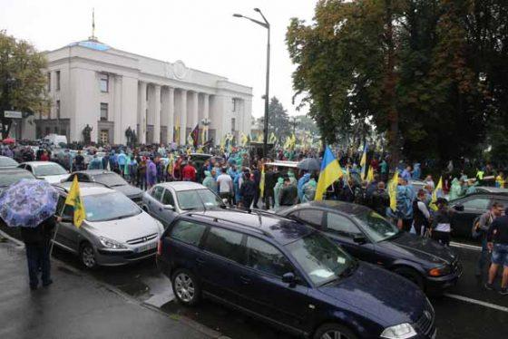 «Евробляхеры» готовы опять протестовать, если власть не снизит стоимость растаможки 1