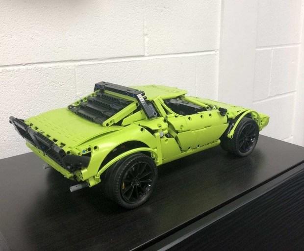 Lancia Stratos из набора Lego Technic Porsche 911 GT3 RS 1