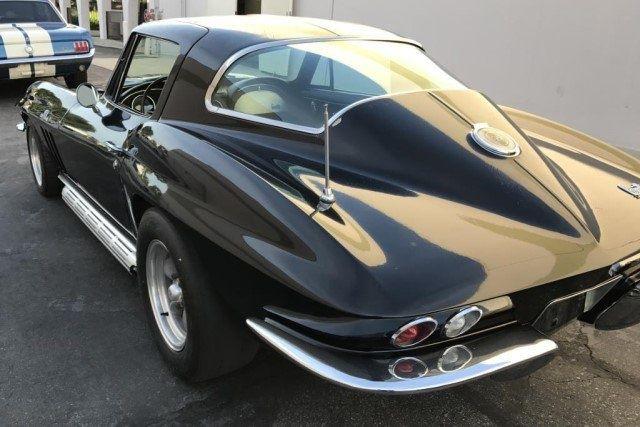 У чиновника конфисковали впечатляющую коллекцию авто с Mercedes и Ferrari 2