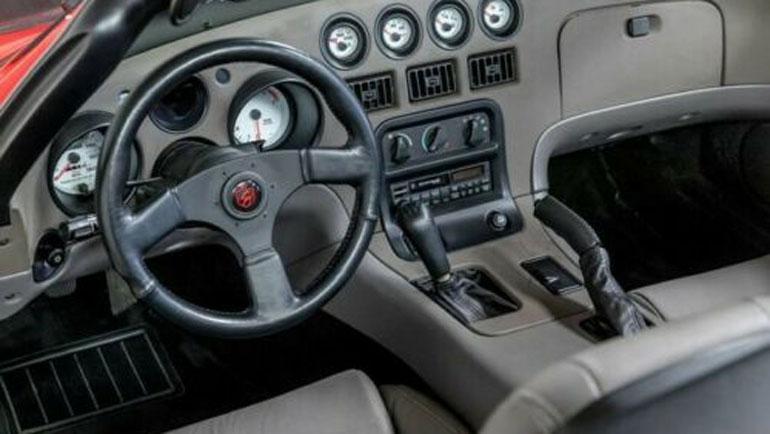 Dodge Viper с пробегом 54 километра продают за 100 000 долларов 2