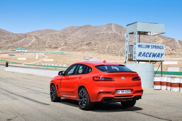 BMW представила спортивные кроссоверы X3 M и X4 M 3