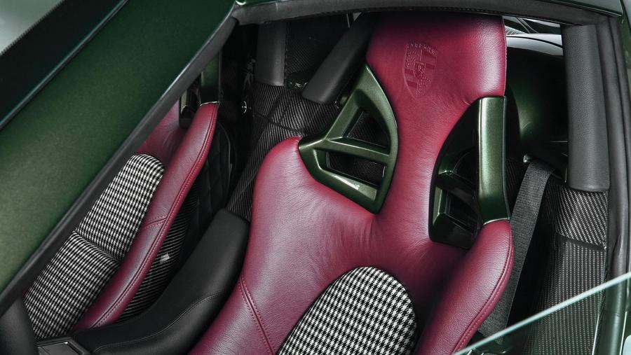 Porsche отреставрировала спорткар Carrera GT по заказу клиента 3