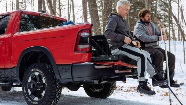 Ram представила новую опцию Multifunction Tailgate для пикапов серии 1500 1