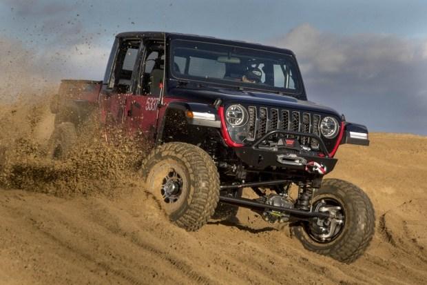 Пикап Jeep Gladiator подготовят к внедорожной гонке 1