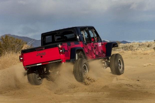 Пикап Jeep Gladiator подготовят к внедорожной гонке 3