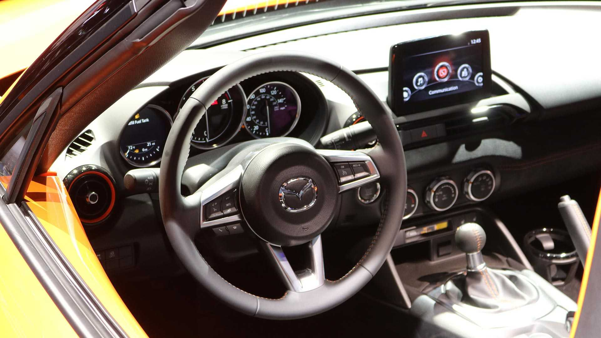 Mazda показала лимитированную MX-5 Miata 30th Anniversary Edition 3
