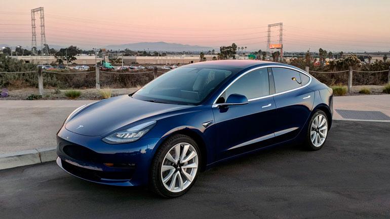 Tesla снижает цену на электромобиль Model 3 1