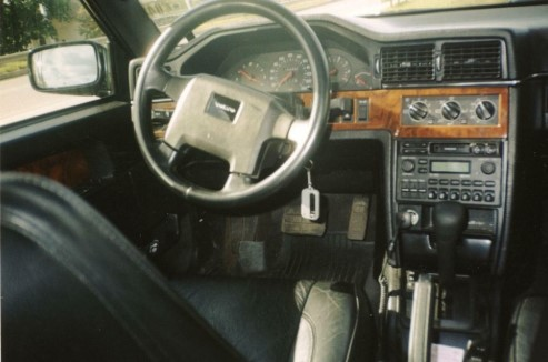 В Украине обнаружили самый «древний» лимузин Volvo 2