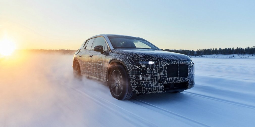 BMW рассказала о зимних испытаниях электрического кроссовера iNext 1