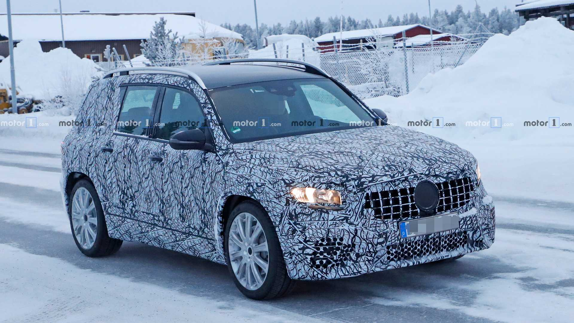 Новый Mercedes-AMG GLB 35 вышел на дорожные испытания 1