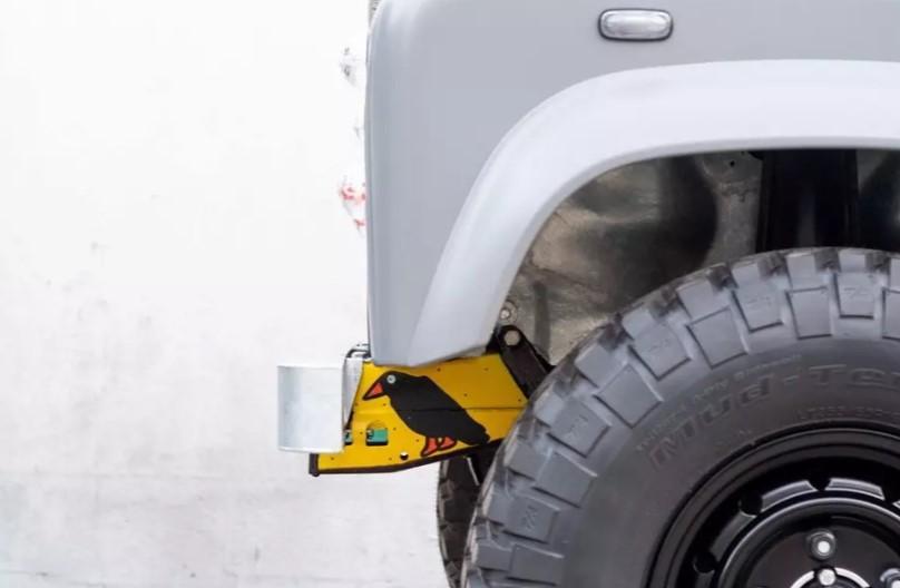 Land Rover Defender превратили в «загадочный» арт-кар 3